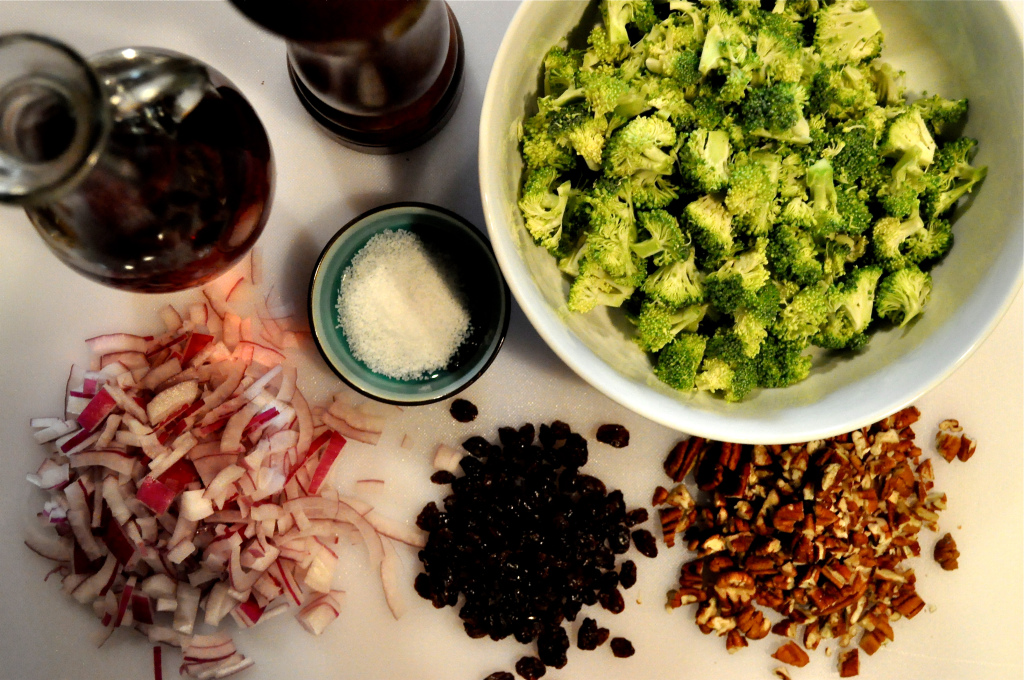 raw broccoli salad ingredients
