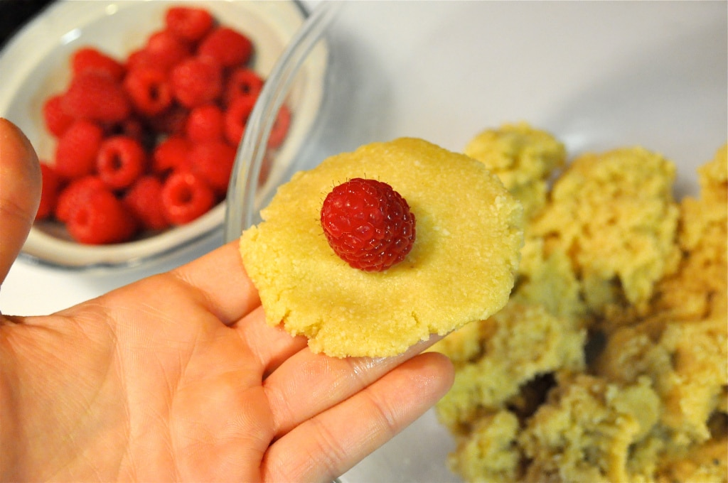 paleo raspberry almond cookies