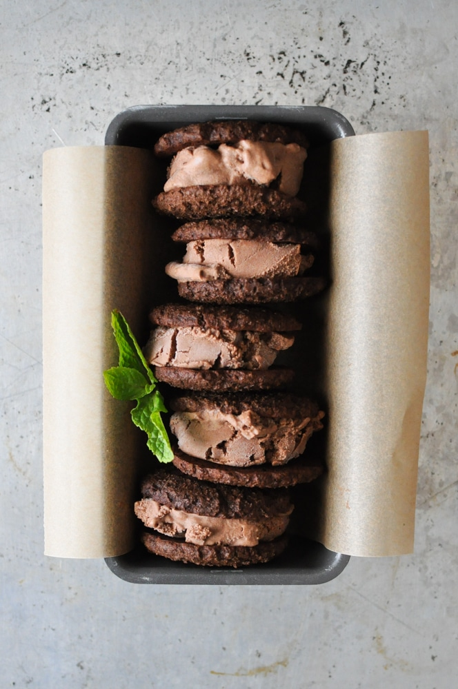 frozen mint chocolate whoopie pies