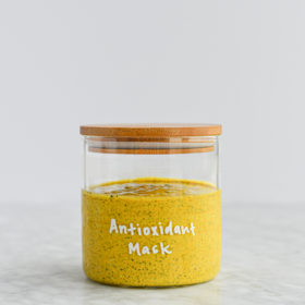 Homemade Antioxidant Yogurt and Turmeric Face Mask